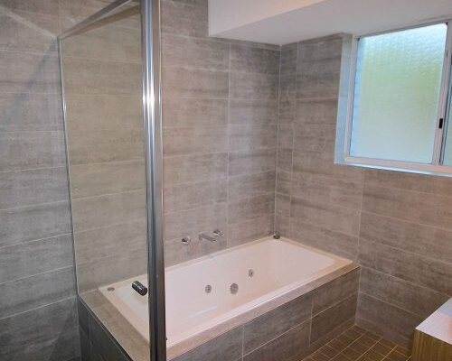 Quays-Hotel-Family-Spa-Suite-Bathroom-500x500